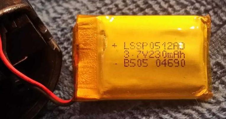 Batterij met MhA en Volt om op te laden