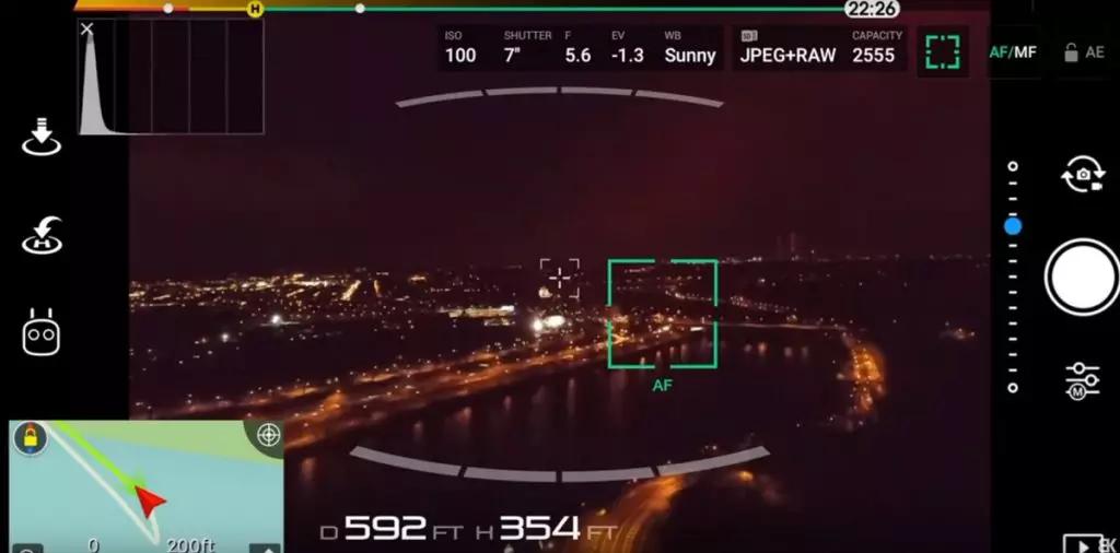DJI App met rood licht door de ledverlichting van de drone
