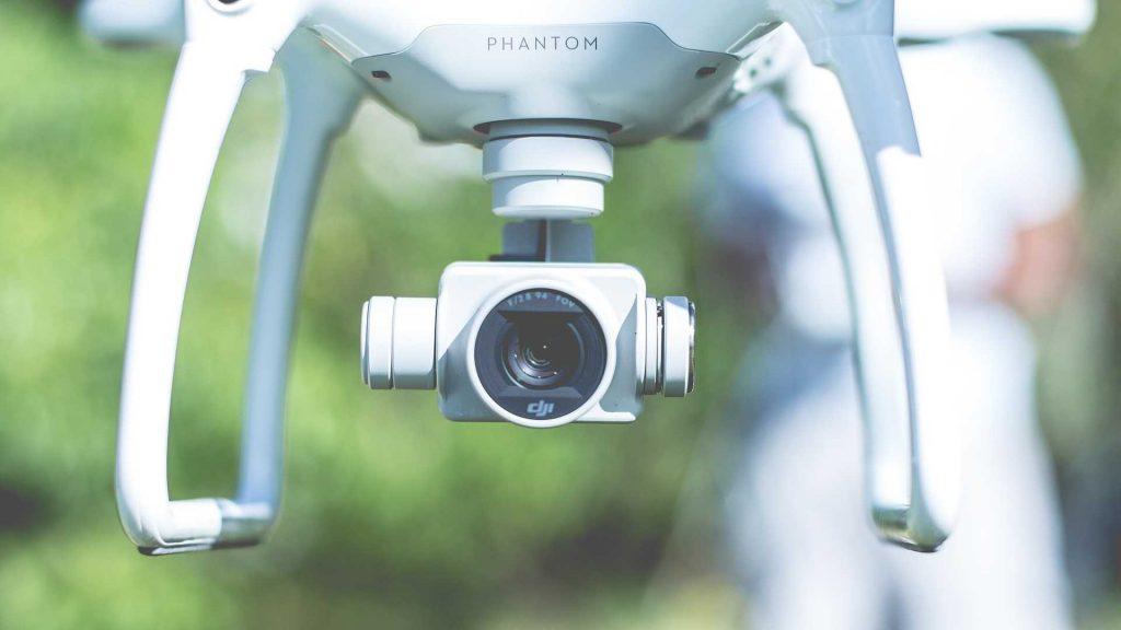 Phantom 4 pro camera wit in de lucht