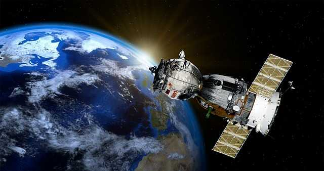 Satteliet in het heelal GPS signaal