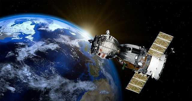 Satteliet in het heelal GPS signaal.jpg