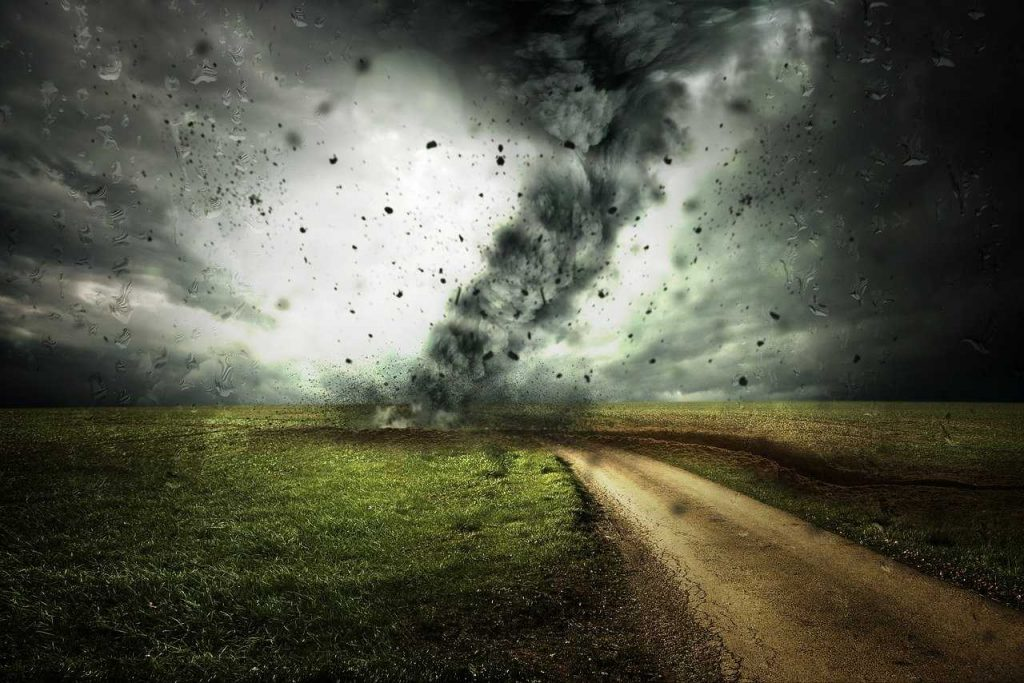 storm tornado zand gevaarlijk weiland