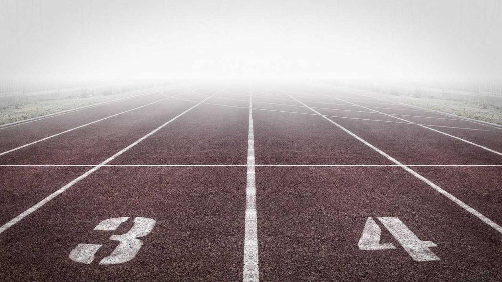 maximale snelheid van een drone startblok marathon sportbaan