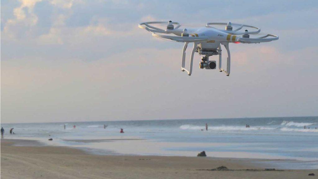 phantom 3 SE op strand aan zee vliegen