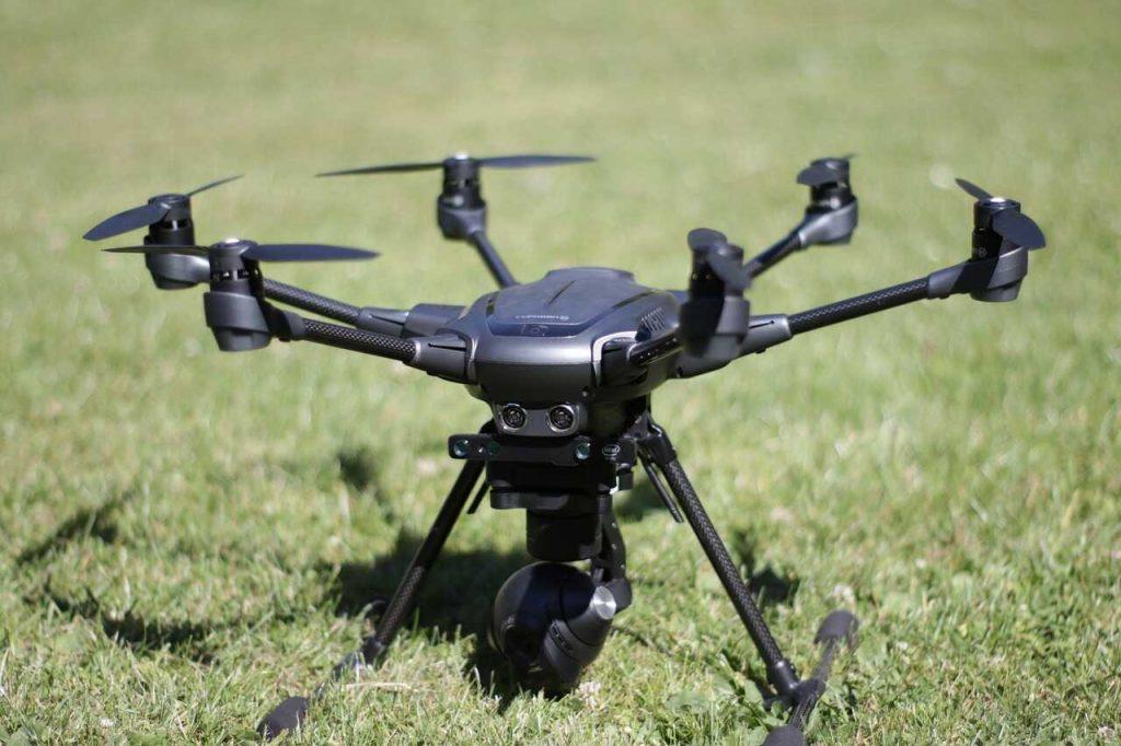 zwarte drone hexacopter gras staand