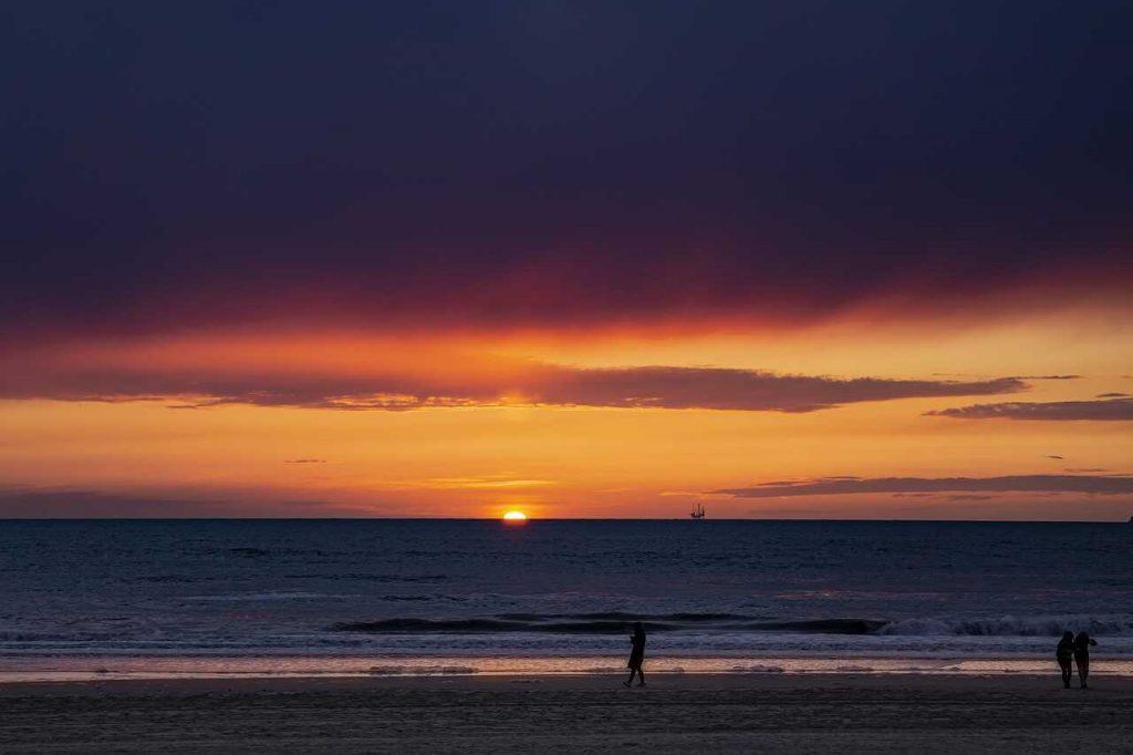 strand zee zand zandvoort zonsondergang gouden uurtje