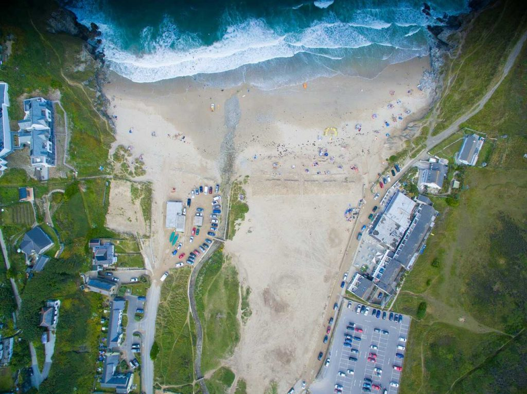 vogelperspectief drone luchtfoto strand zee