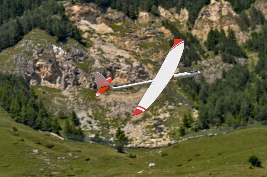 zweefvliegtuig rood wit RC modelvliegtuigje