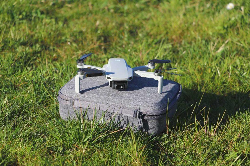 Mavic Mini drone gras opbergtas