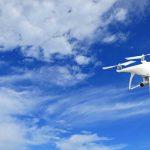 Phantom 4 pro wit blauwe lucht