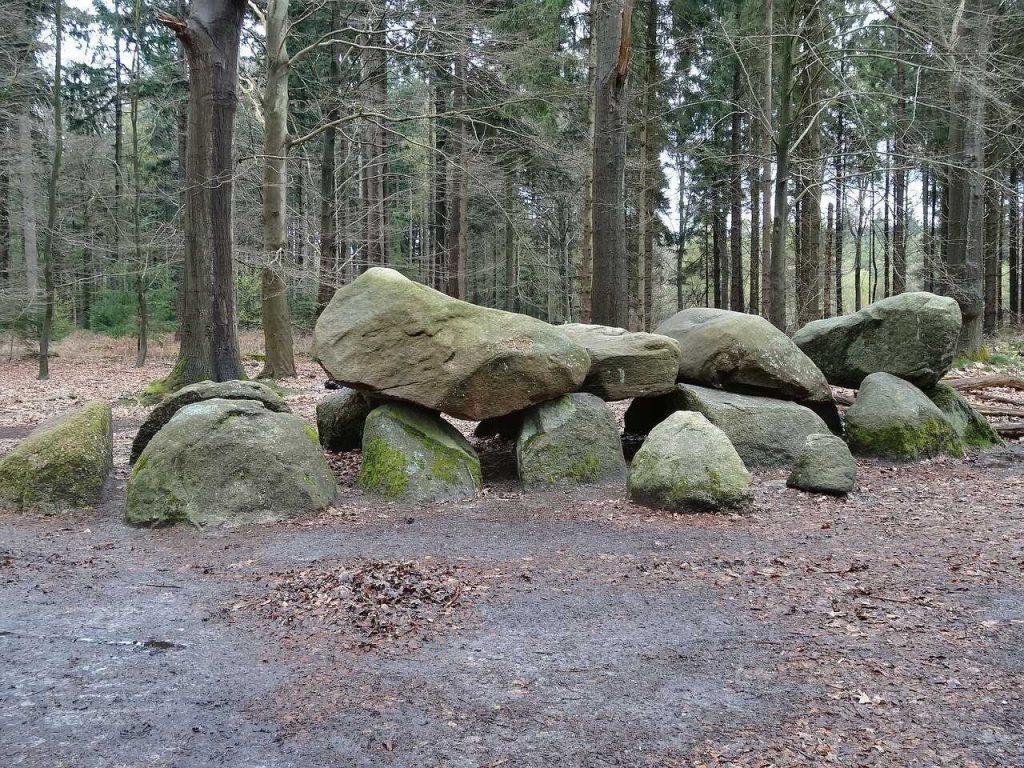 hunebedden nederland bos natuur drenthe
