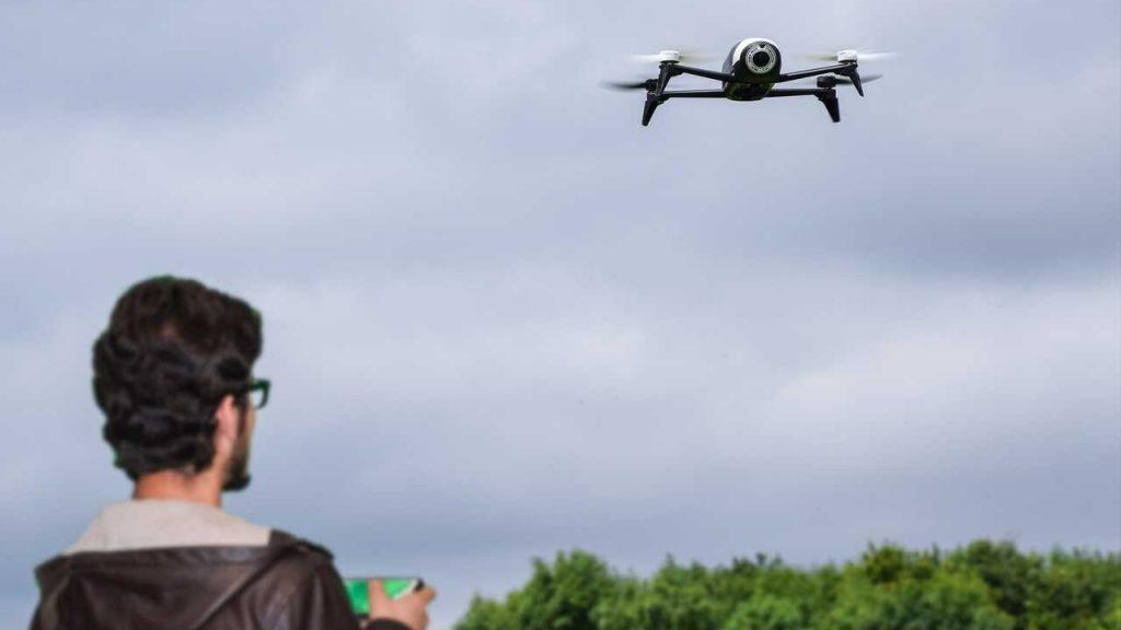 drone piloot besturen telefoon parrot