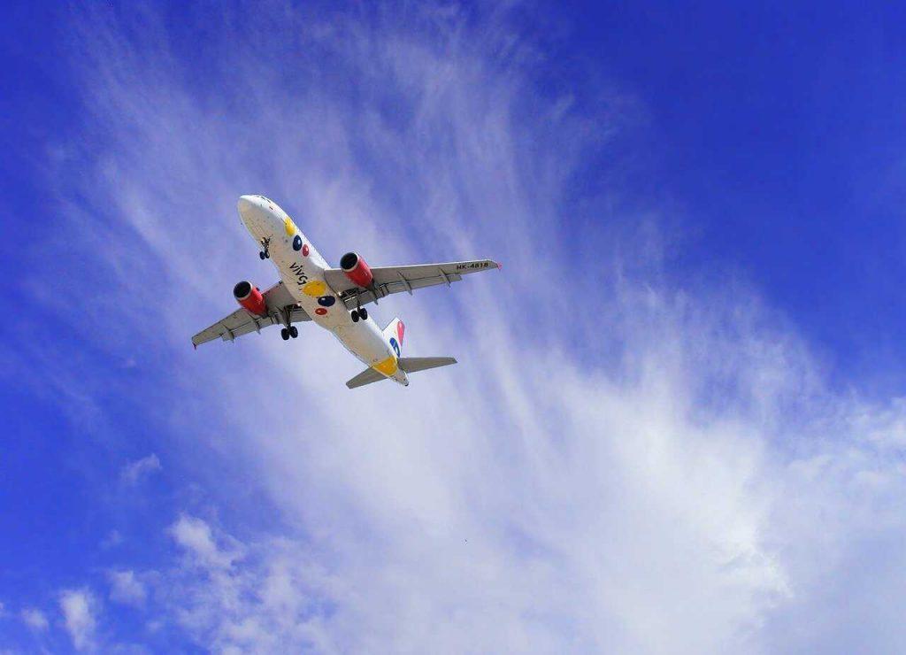 vliegtuig lucht vliegen wolken vervoer