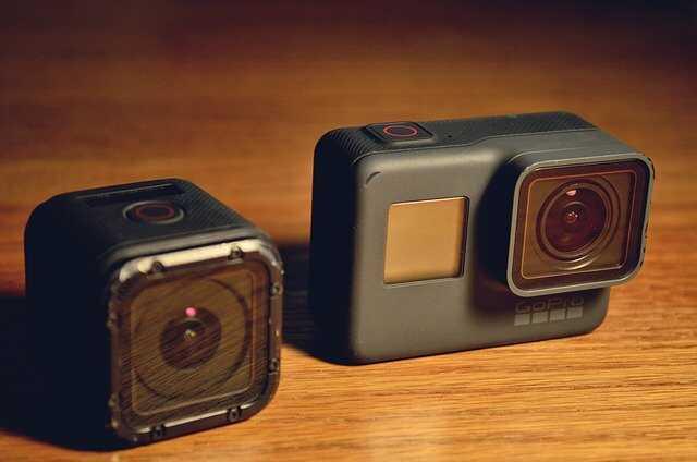 GoPro Hero camera houten tafel