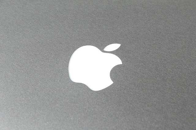 apple-logo-merk-op-laptop