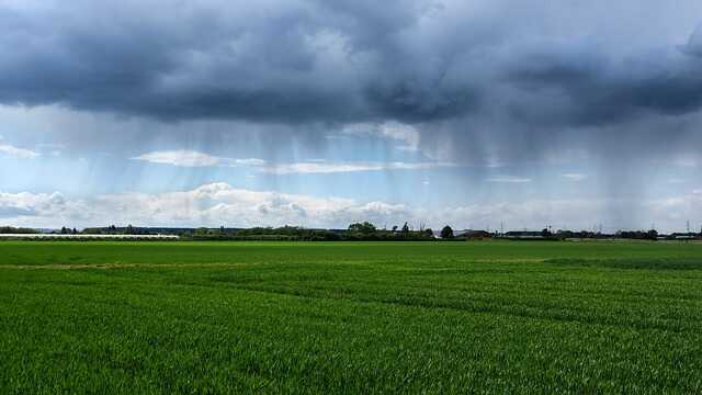 drone regen lucht wolken drone vliegen