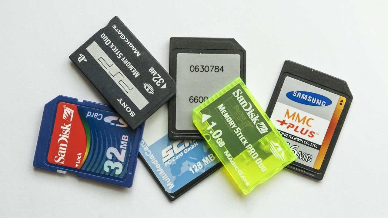 geheugenkaart-gekleurd-gestapelde-SD-kaarten