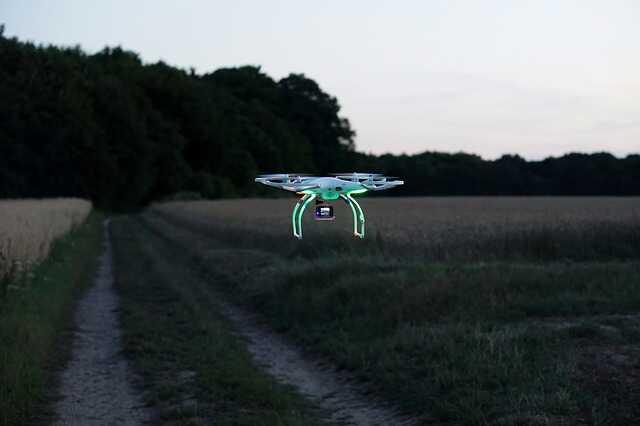 phantom 2 drone in donker met gopro
