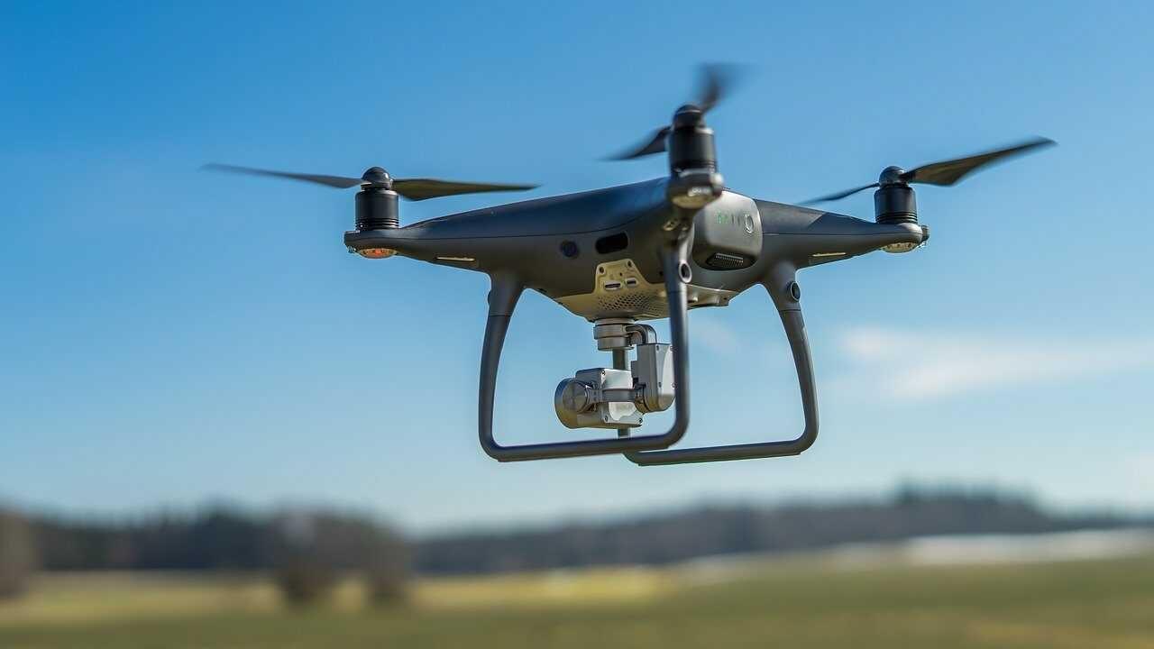 zwarte drone voor buiten vliegen 2 e1616150806457